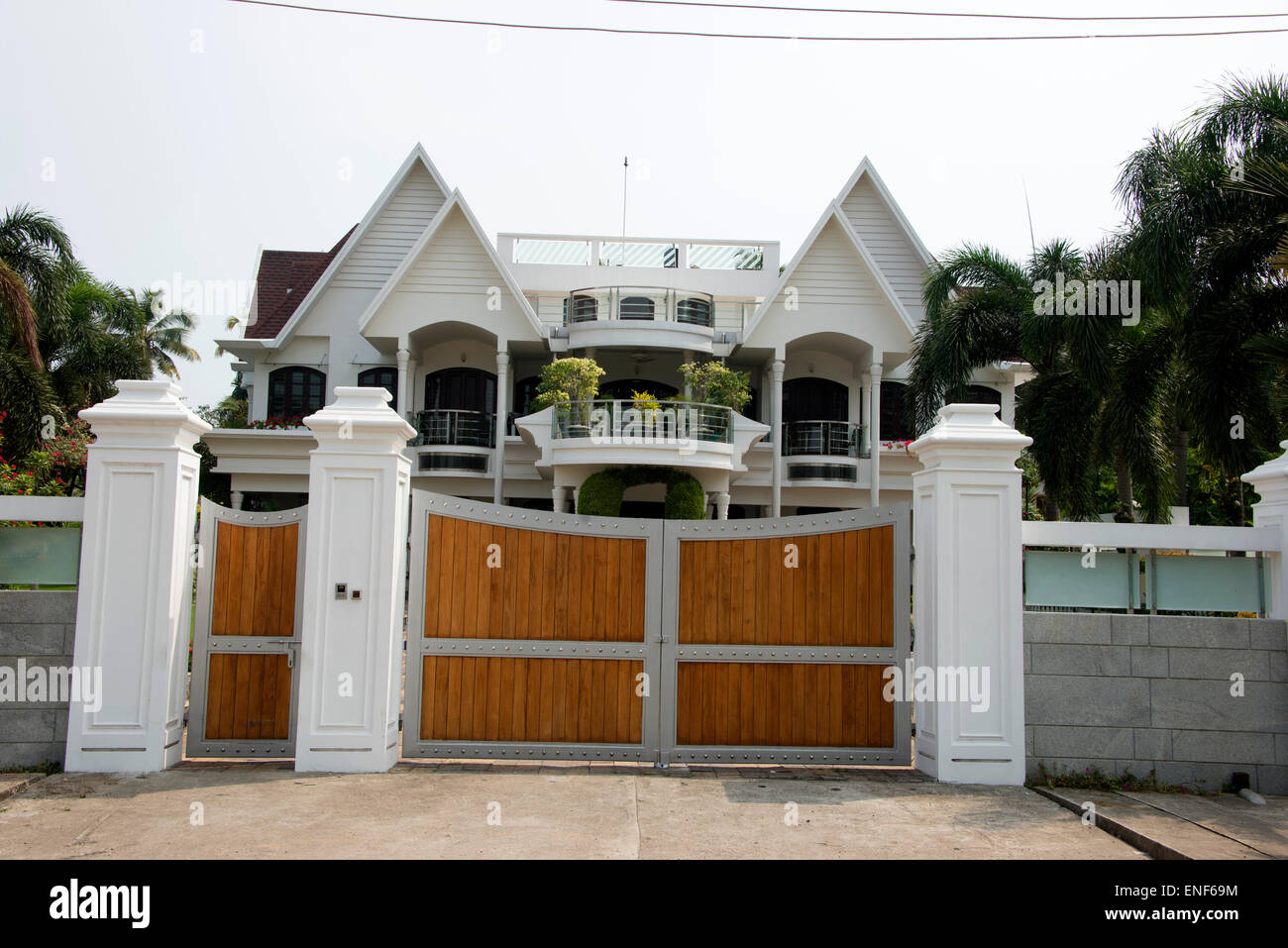 One of the many luxury built homes with a gated drive in the residential area of  Emakkulam in kerala India - Stock Image