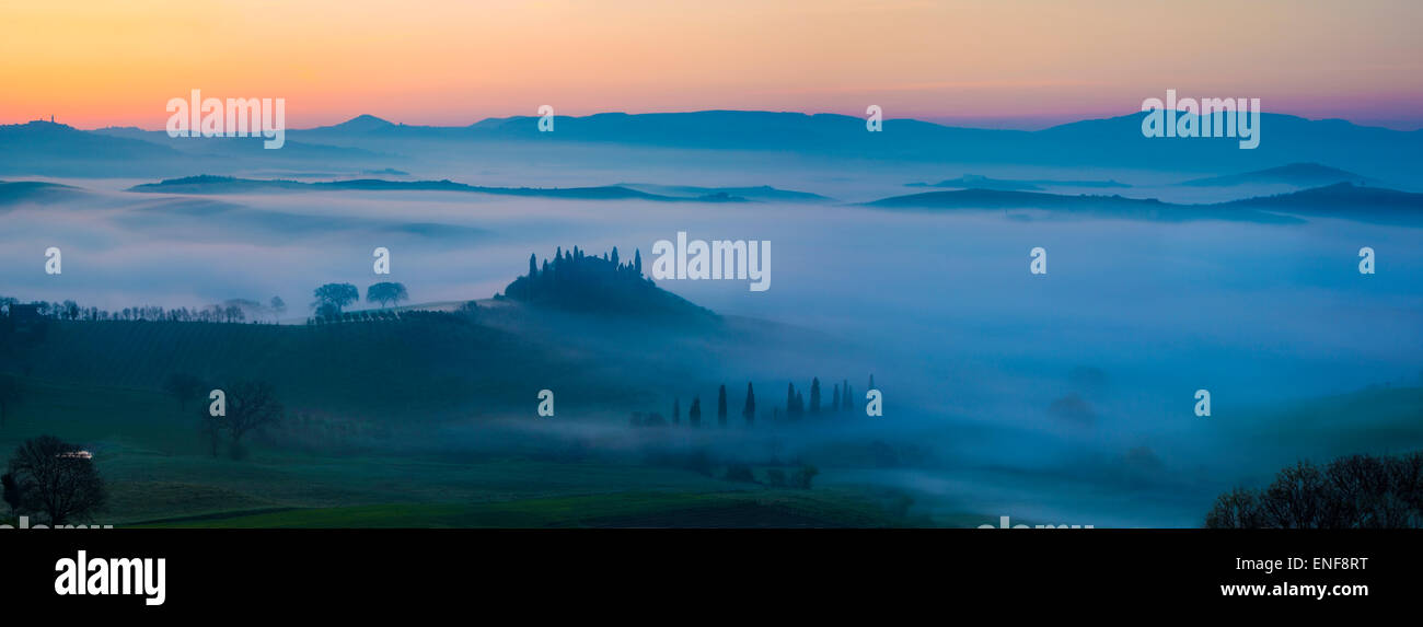 Podere Belvedere and the Tuscan countryside at dawn, San Quirico d'Orcia, Tuscany, Italy - Stock Image