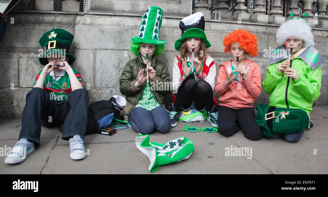 kids musicians from the group tir na nog who play traditional irish stock photo 82085781 alamy. Black Bedroom Furniture Sets. Home Design Ideas