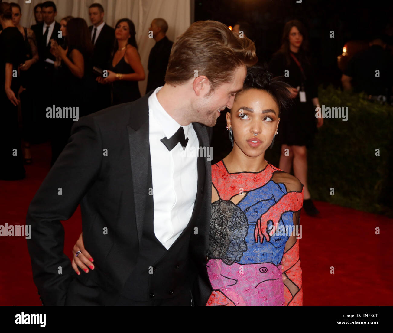 New York, USA . 4th May, 2015. British actor Robert Pattinson and singer FKA Twigs attend the 2015 Costume Institute - Stock Image
