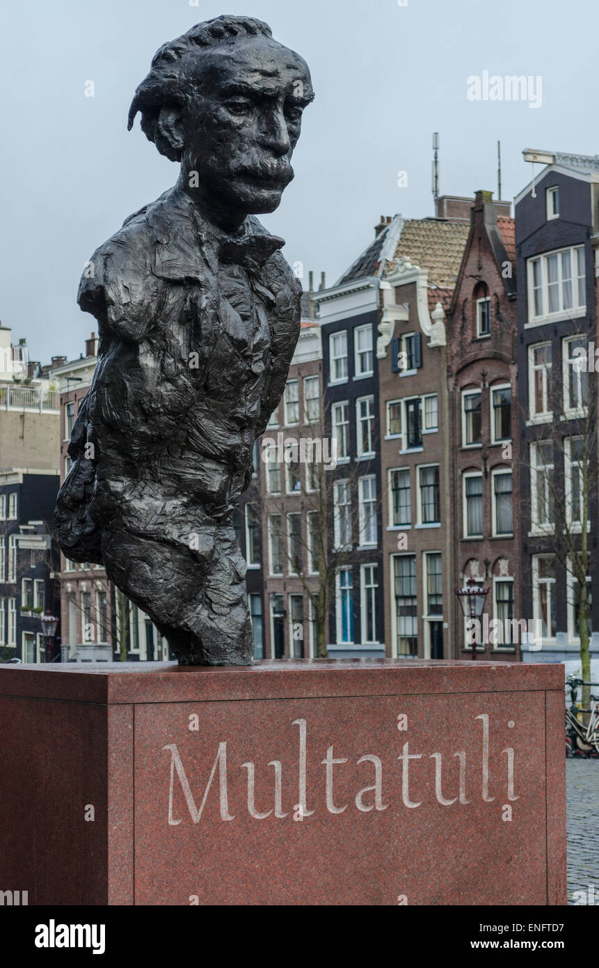 Statue of the Dutch writer, Edouard Douwes Dekker, who went by the pen name of Multatuli - Stock Image