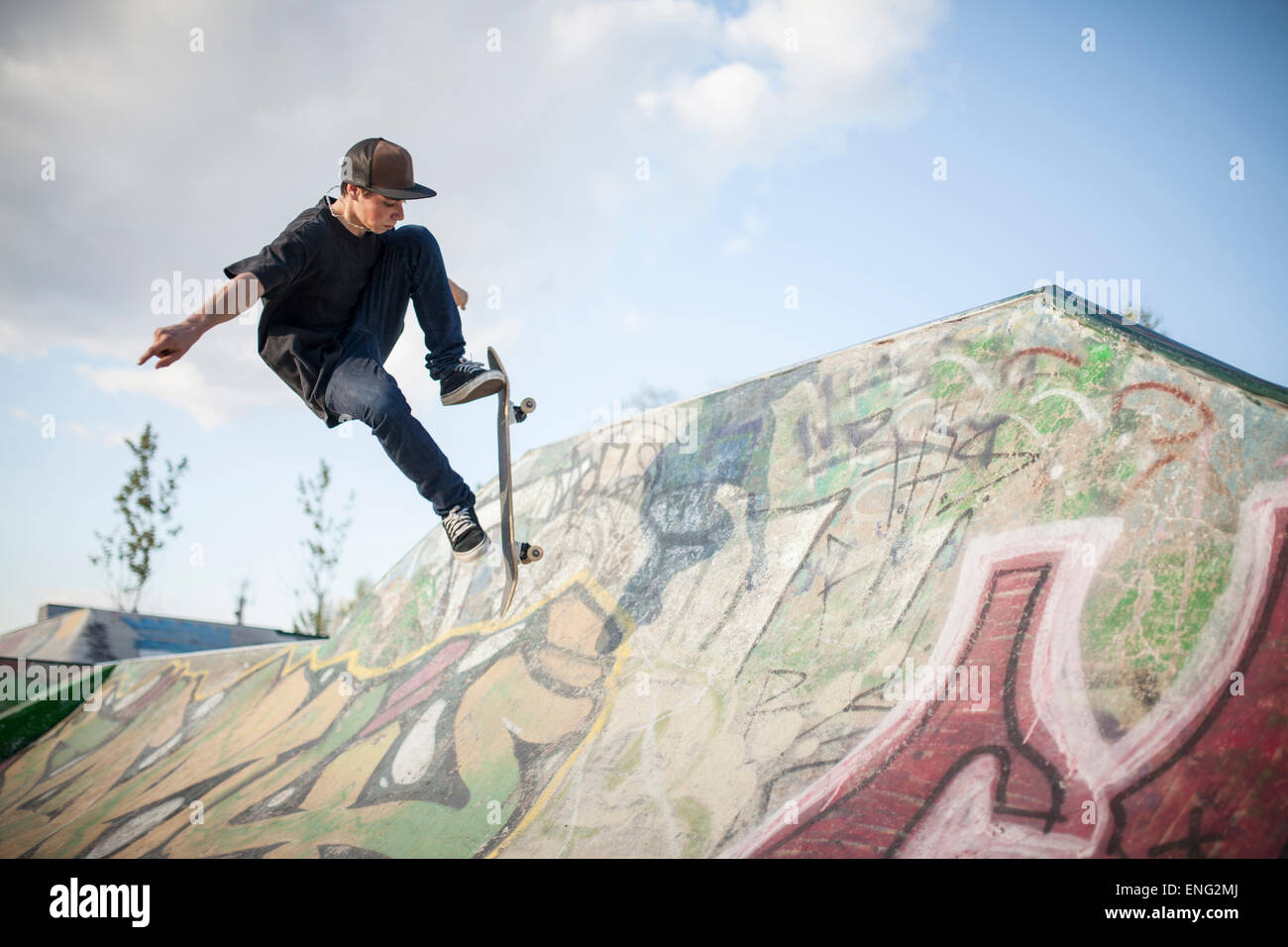 Caucasian man skating at skate park - Stock Image