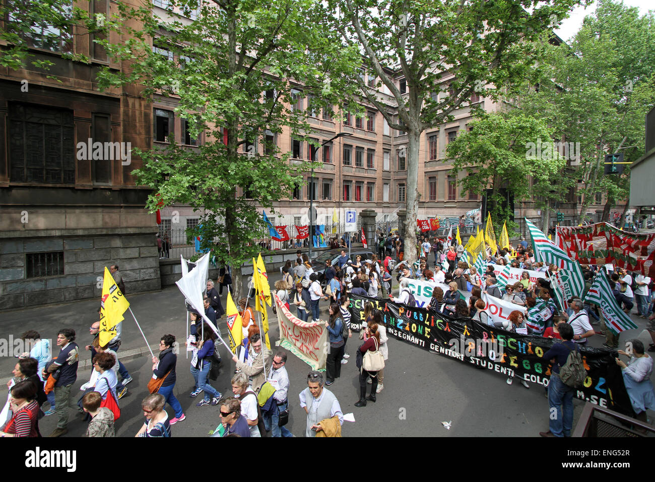 Milan, Italy. 5th May, 2015. Thousands of people, participate in a street rally against national school reforms - Stock Image