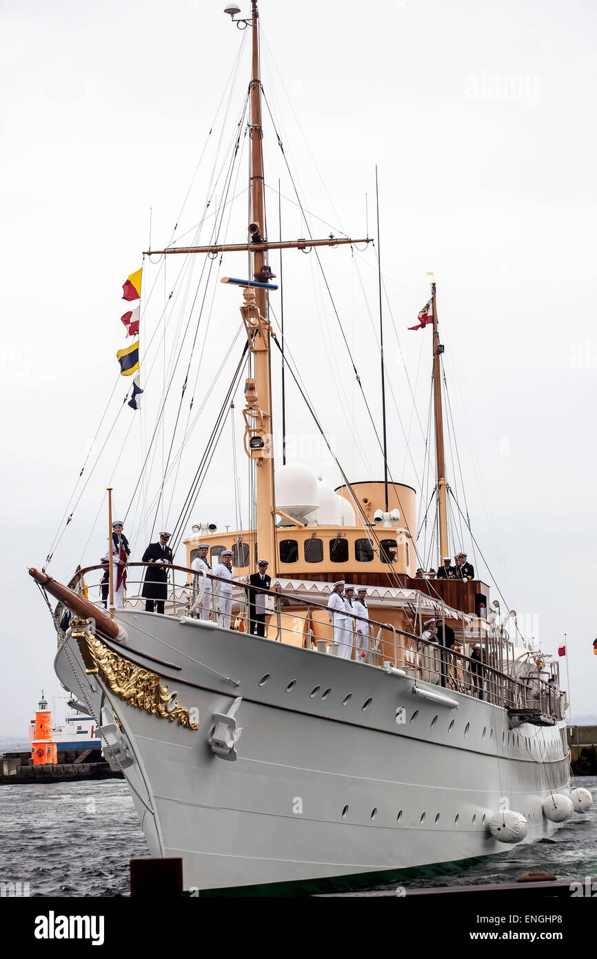 Helsingore, Denmark. 5th May, 2015. The royal ship Dannebrog arrives to Helsingore harbor after a short trip from - Stock Image