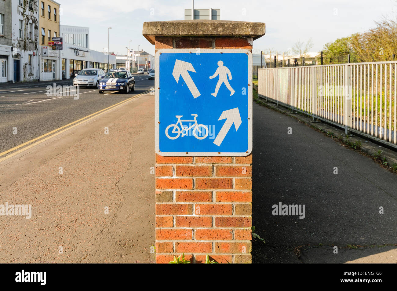 Footpath and cycle lane - Stock Image