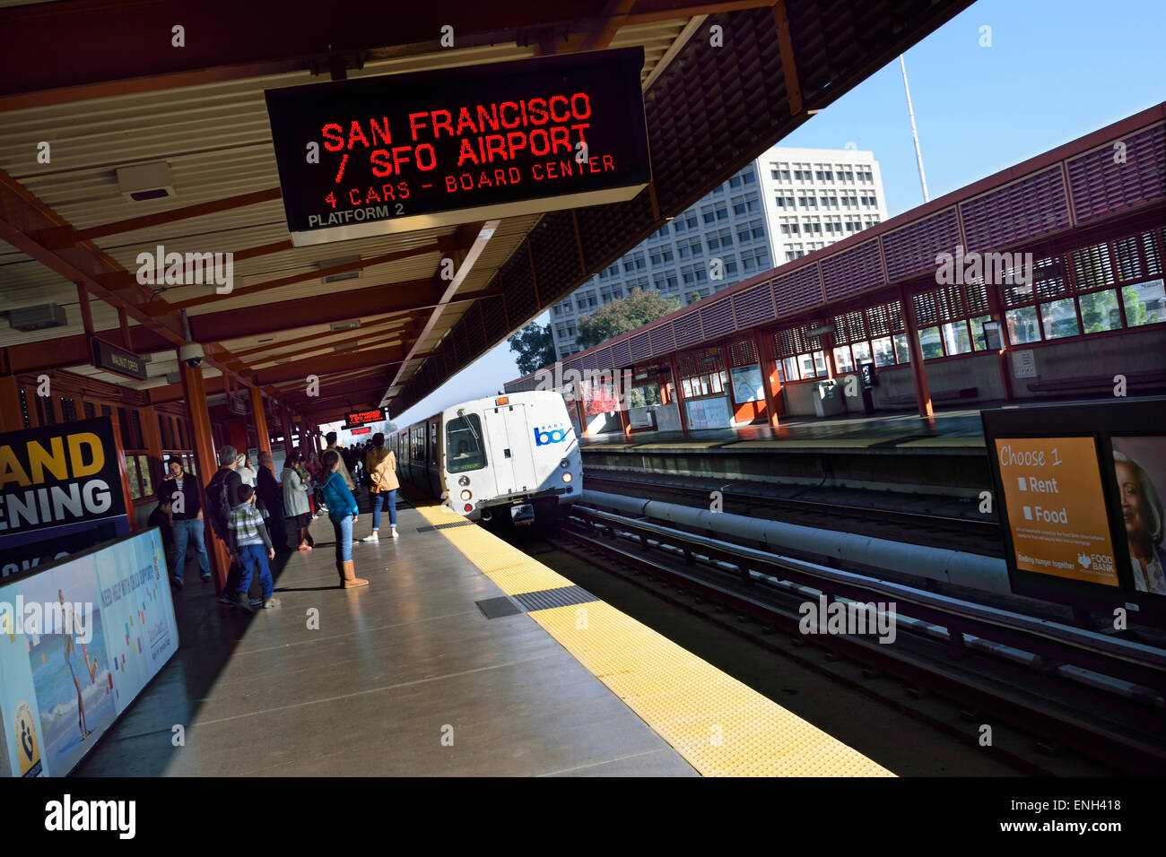 'BART' at Walnut Creek. 'Bay Area Rapid Transit' train system servicing 104 miles of the San Francisco - Stock Image