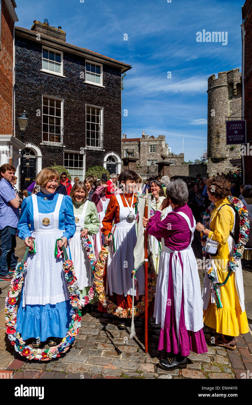 The Knots Of May Clog and Garland Dancers Prepare to Lead the Annual Garland Day Procession, Lewes, Sussex, UK - Stock Image