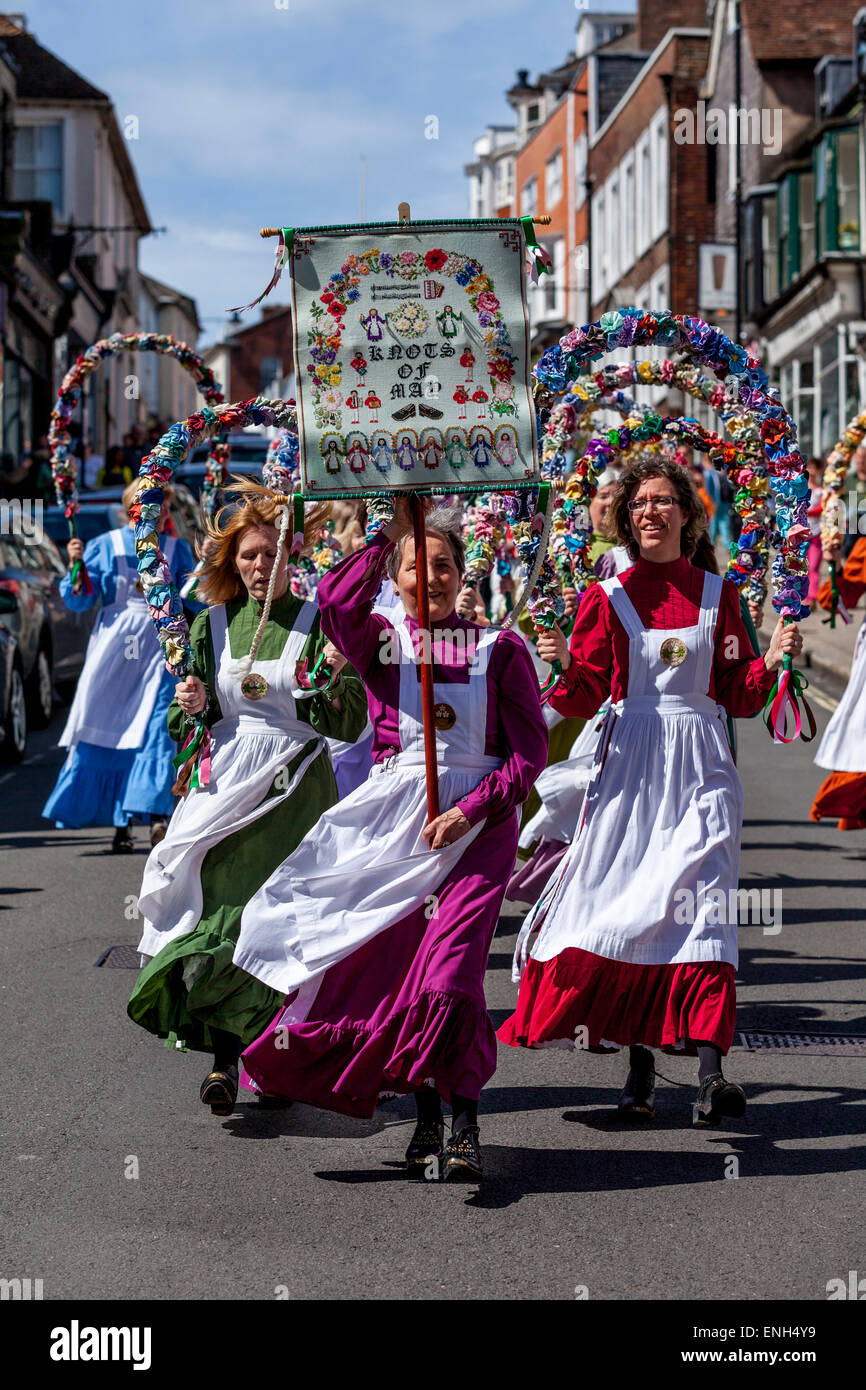 The Knots Of May Clog and Garland Dancers Lead the Annual Garland Day Procession Through LewesTown Centre, Lewes, - Stock Image