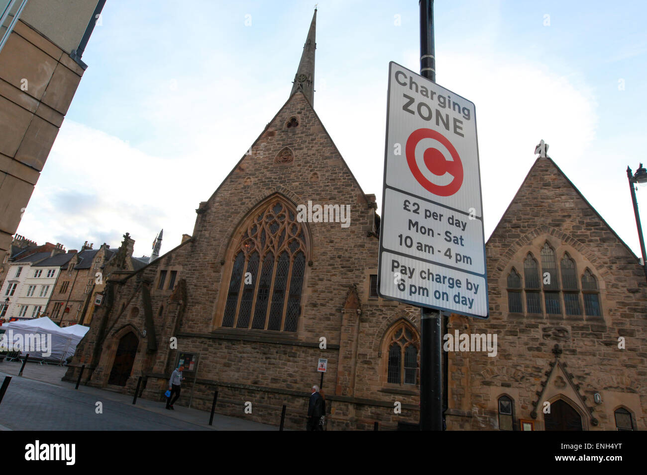 Charging zone sign in Durham city centre - Stock Image