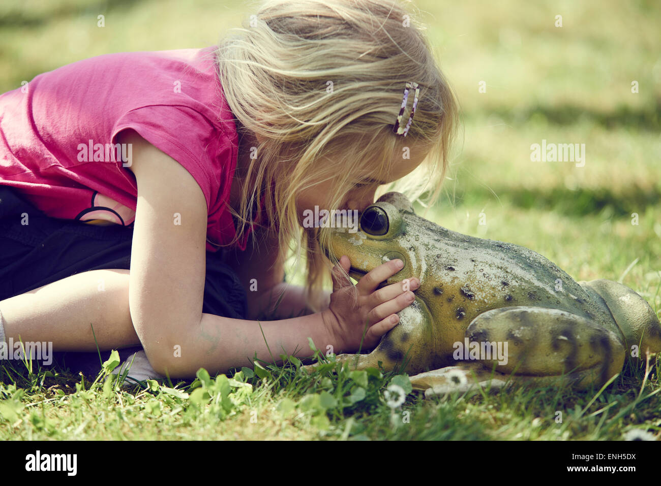 Girl Girl Kissing Frog Stock Photos Girl Frogsing Frog Stock Images - Alamy-6528