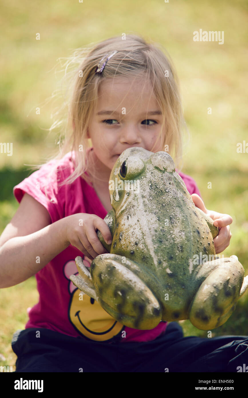Girl Girl Kissing Frog Stock Photos Girl Frogsing Frog Stock Images - Alamy-6413