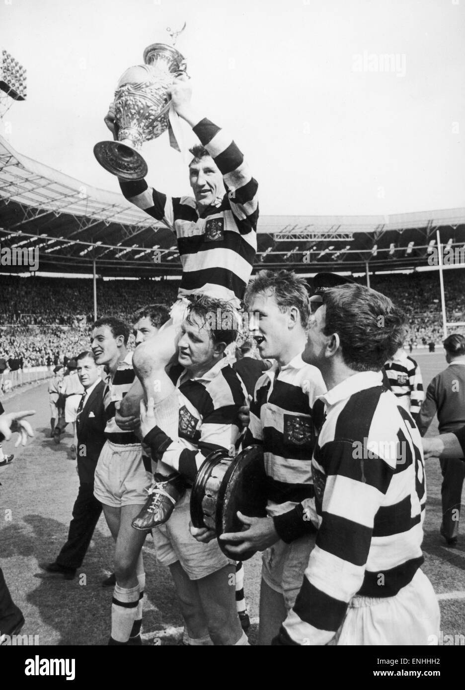 Widnes v Hull Kingston Rovers Rugby League Cup Final. Vince Karalius Widnes captain is chaired off the pitch following - Stock Image