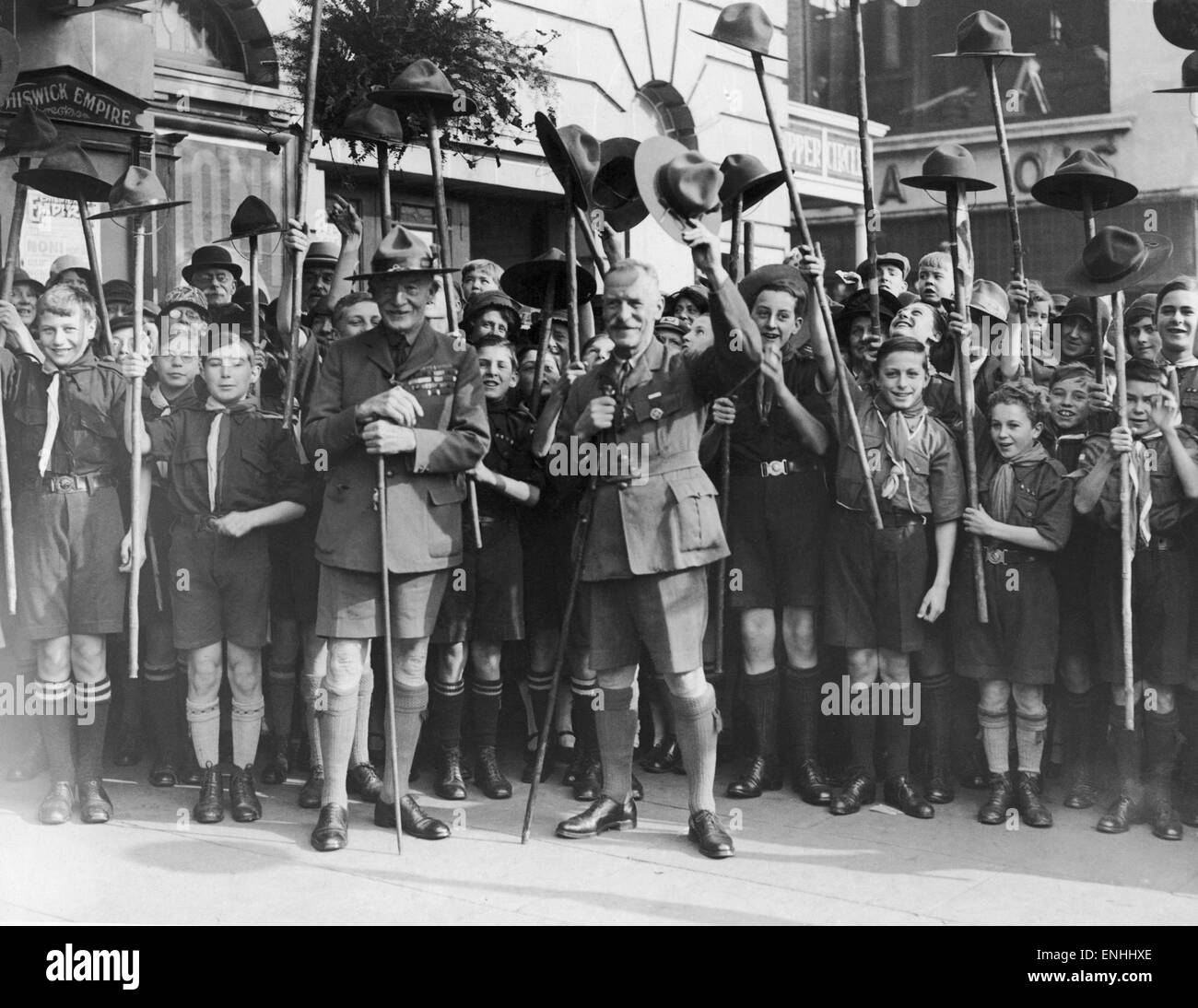 Lord Robert Baden-Powell, founder of the Scout Movement, inspoecting a large group of boy scouts outside Chiswick - Stock Image