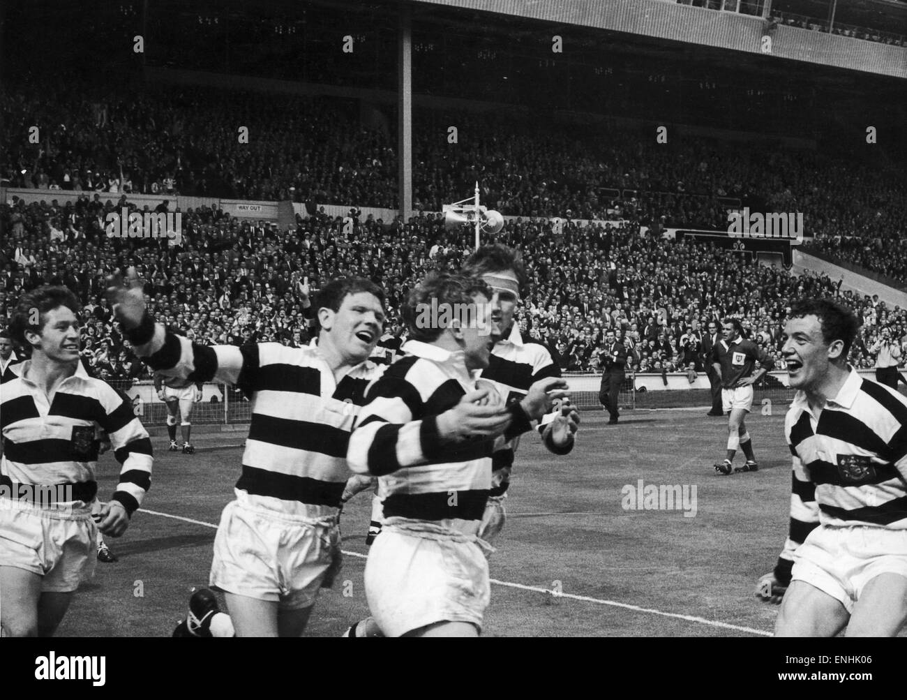 Widnes v Hull Kingston Rovers Rugby League Cup Final. Allan Briars is congratulated by this team mates after scoring - Stock Image