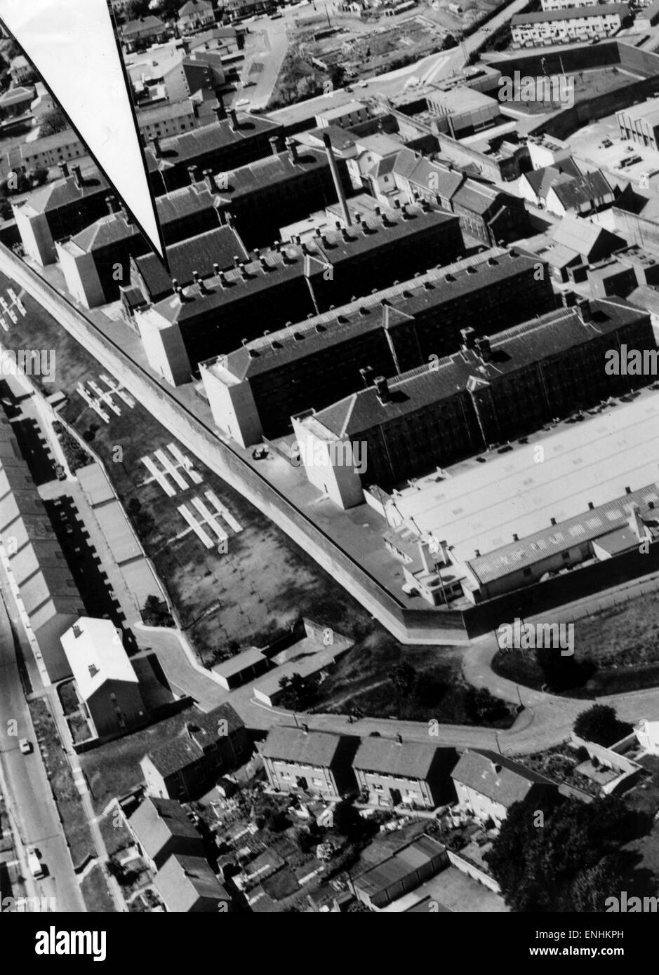Aerial of HMP Barlinnie Prison with riot torn B Block arrowed, 6th January 1987. - Stock Image