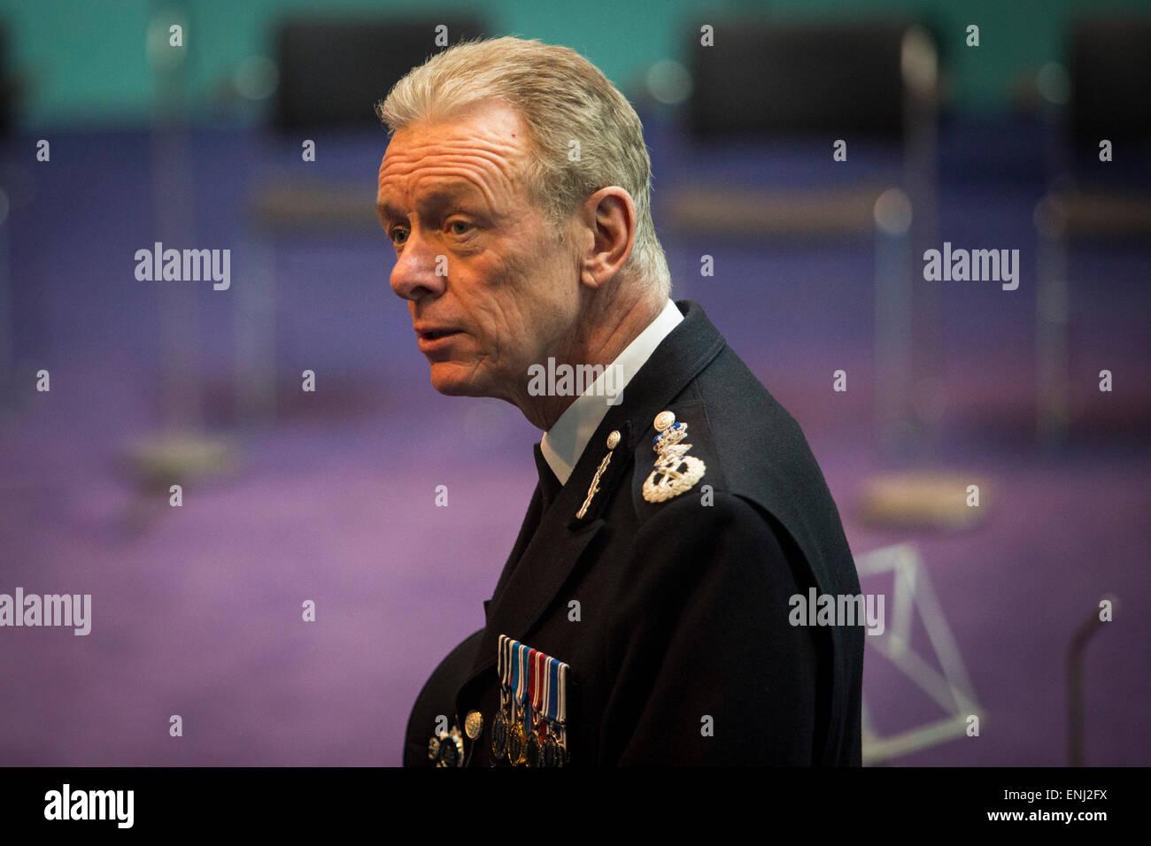 UNITED KINGDOM, London : Commisioner of the Metropolitain Police Sir Bernard Hogan-Howe joins Members of the London - Stock Image