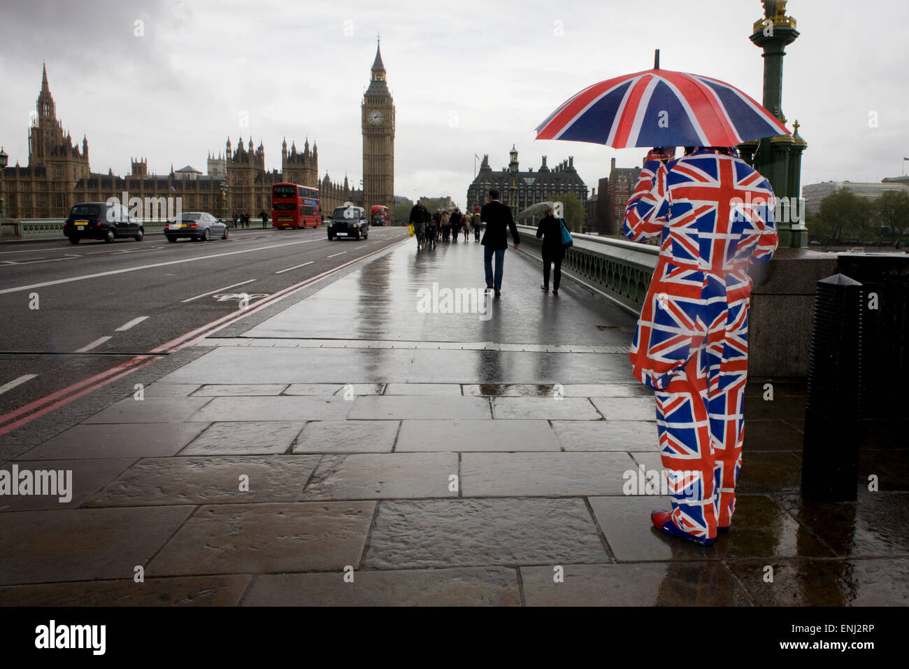 London Weather: London, UK. 6th May, 2015. UK Weather: High Winds And Wet