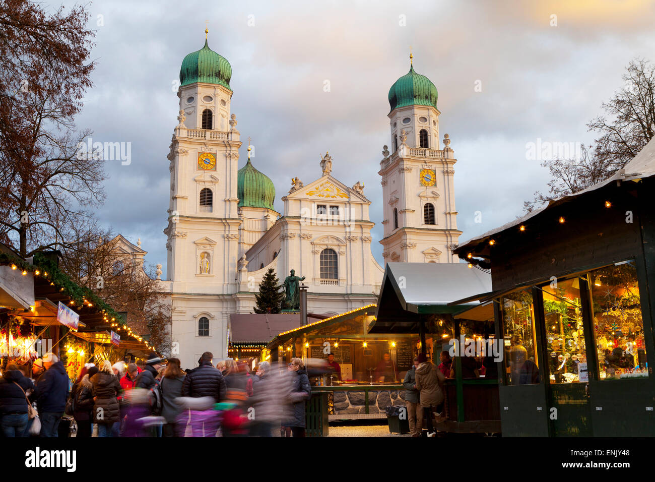 Christmas Market in front of the Cathedral of Saint Stephan, Passau, Bavaria, Germany, Europe - Stock Image