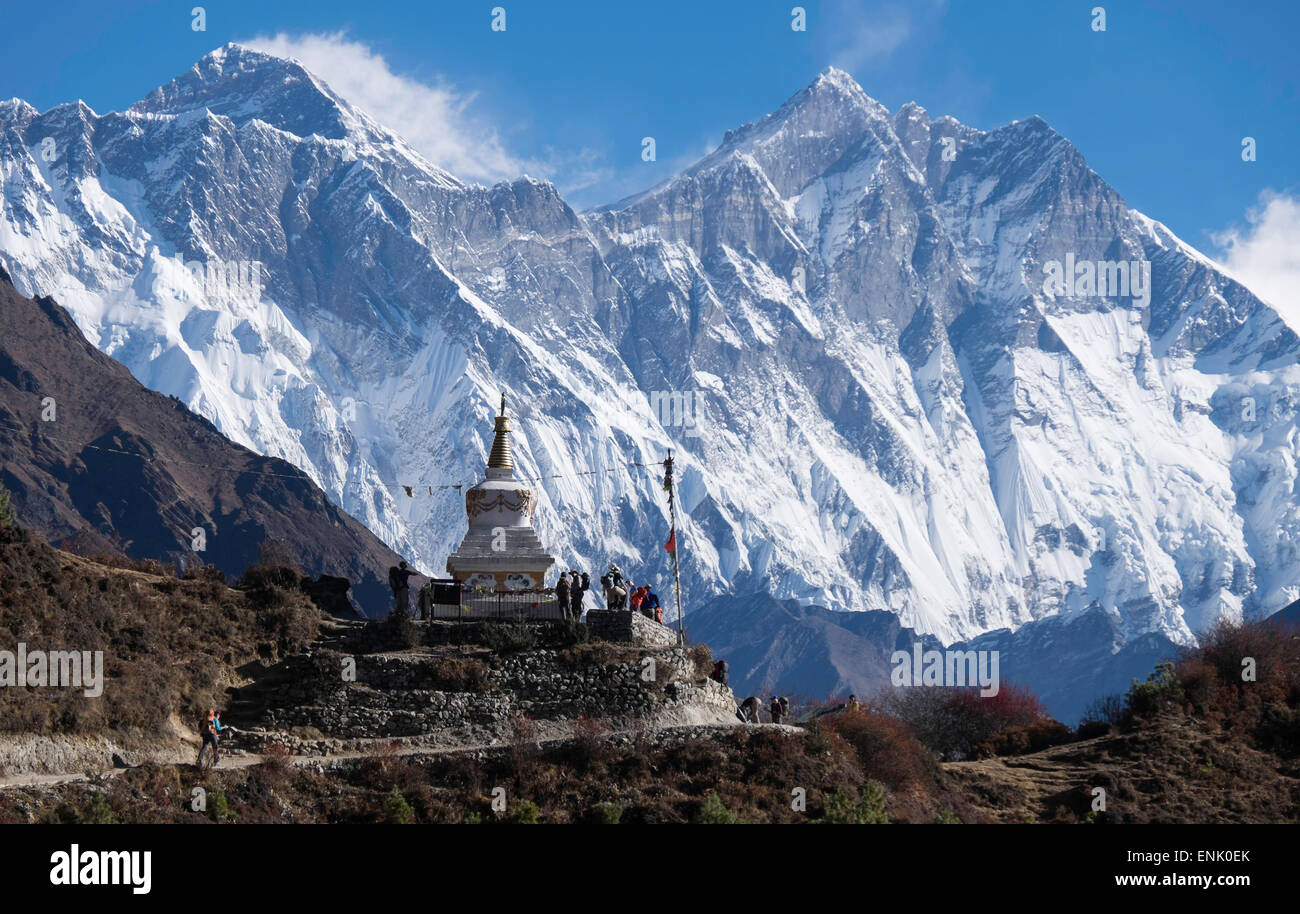 Tenzing Norgye Memorial Stupa with Mount Everest in the background on the right and Lhotse on the left, Himalayas, - Stock Image