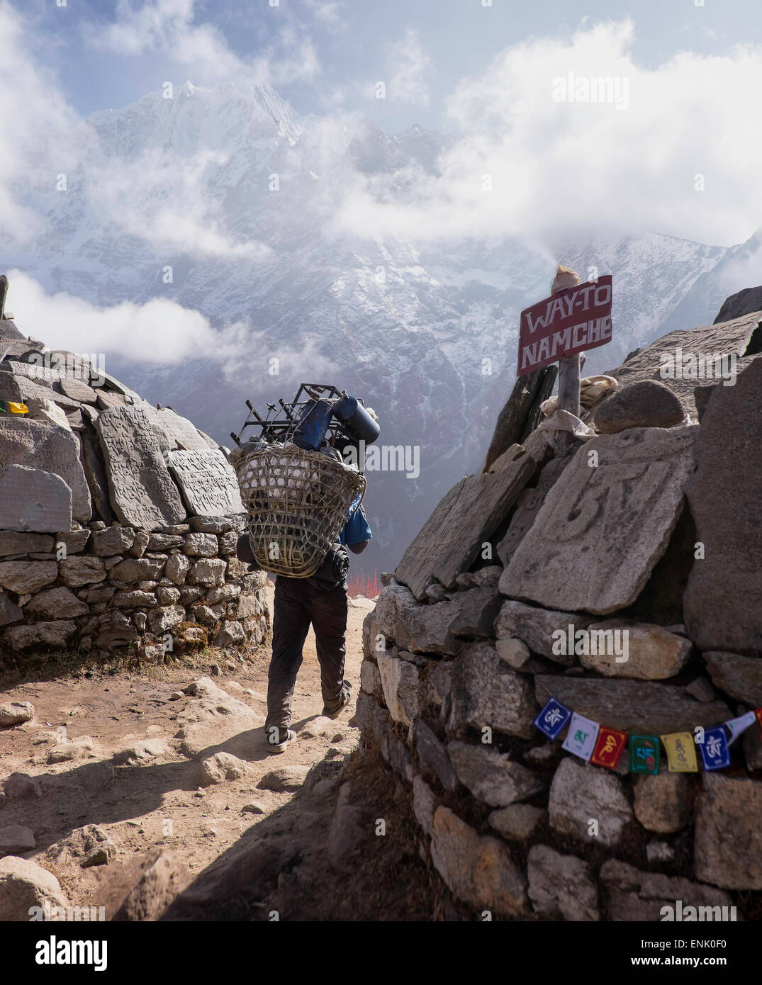 A sherpa leaving Tengboche on the way to Namche Bazaar, Himalayas, Nepal, Asia - Stock Image