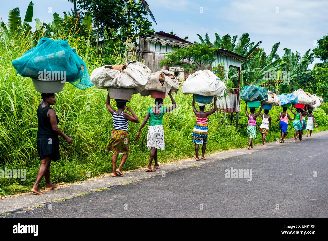 Women carrying giant baskets on their heads, northern Sao Tome, Sao Tome and Principe, Atlantic Ocean, Africa - Stock Image