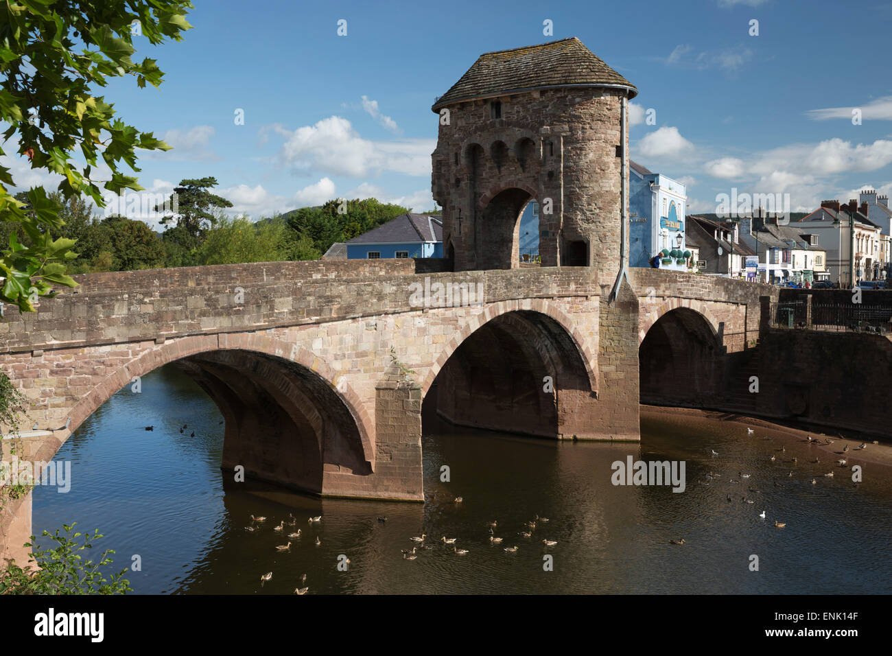 Monnow Bridge and Gate over the River Monnow, Monmouth, Monmouthshire, Wales, United Kingdom, Europe - Stock Image