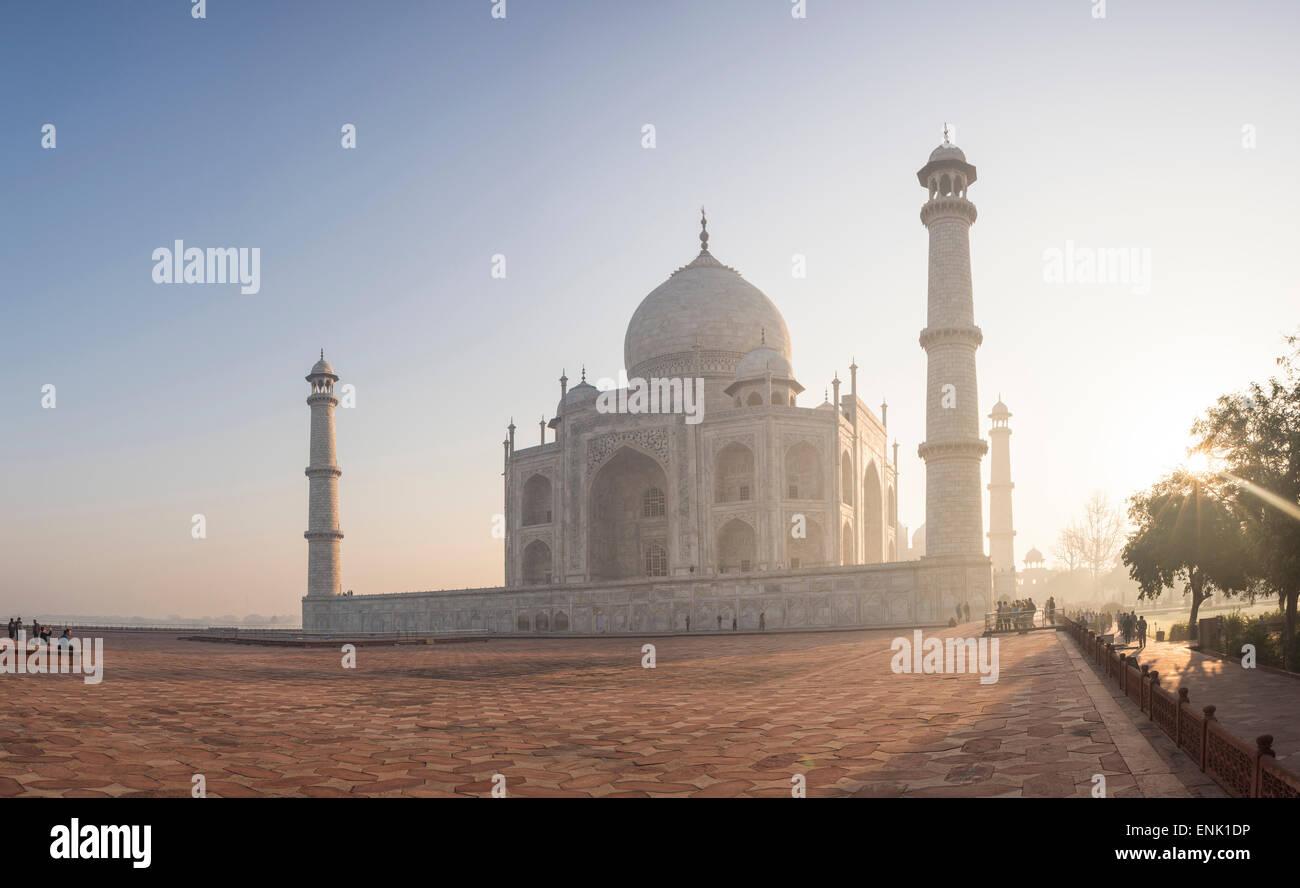 Dawn at the Taj Mahal, UNESCO World Heritage Site, Agra, Uttar Pradesh, India, Asia - Stock Image