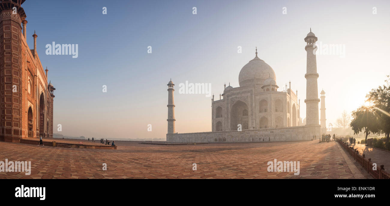 Dawn at the Taj Mahal, UNESCO World Heritage Site, Agra, Uttar Pradesh, India, Asia - Stock Image