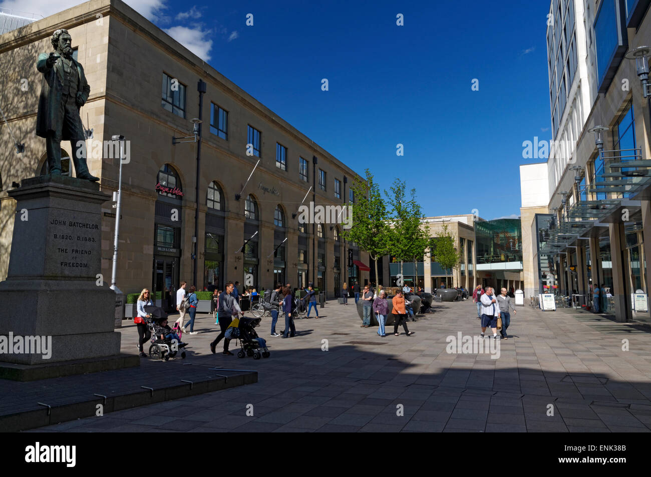 Statue of John Batchelor and shops, The Hayes, Cardiff, Wales. - Stock Image