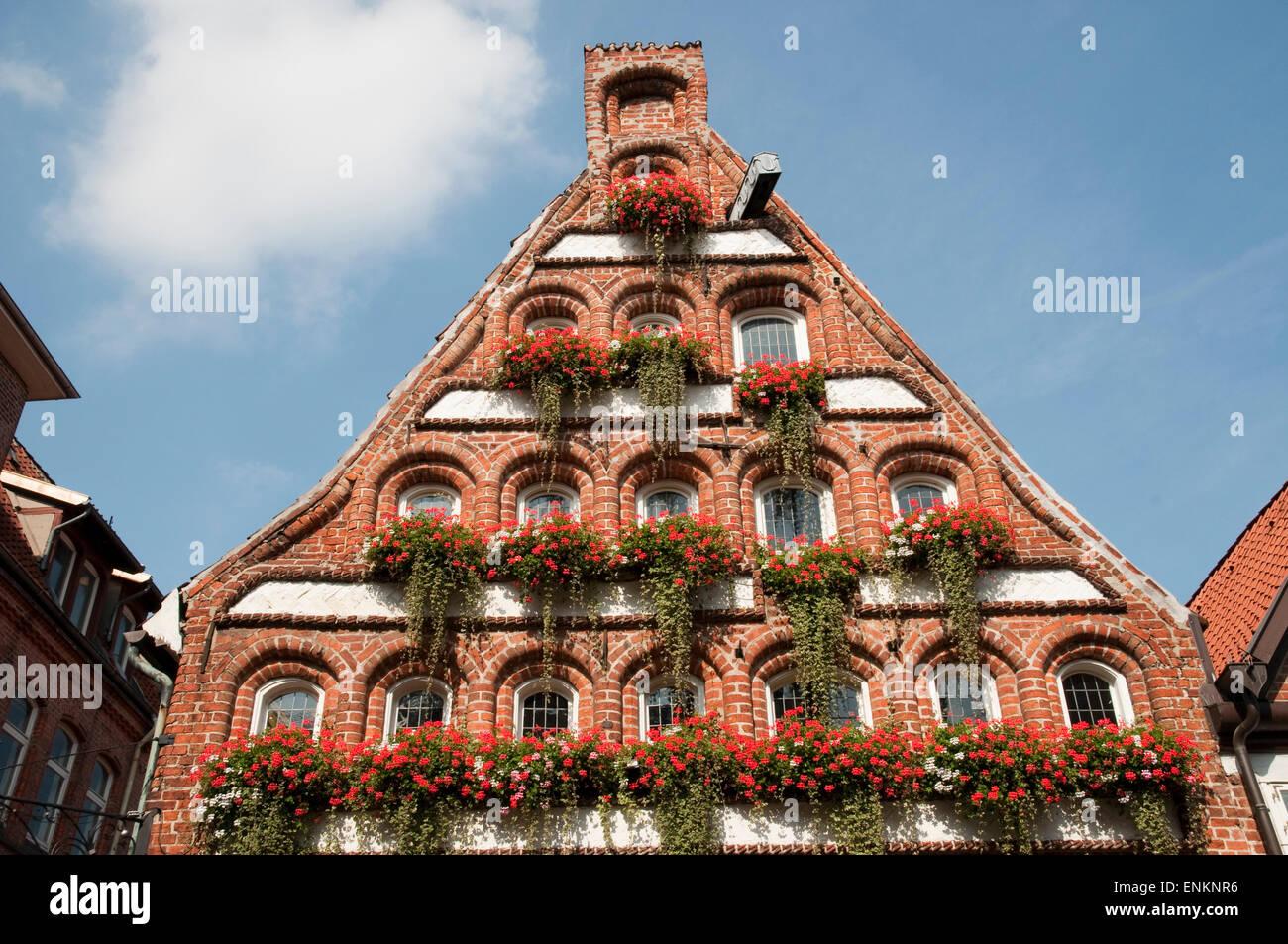 Giebel Backsteinhaus, Altstadt, Lueneburg, Niedersachsen, Deutschland |  Gable of historic building, Lueneburg, - Stock Image