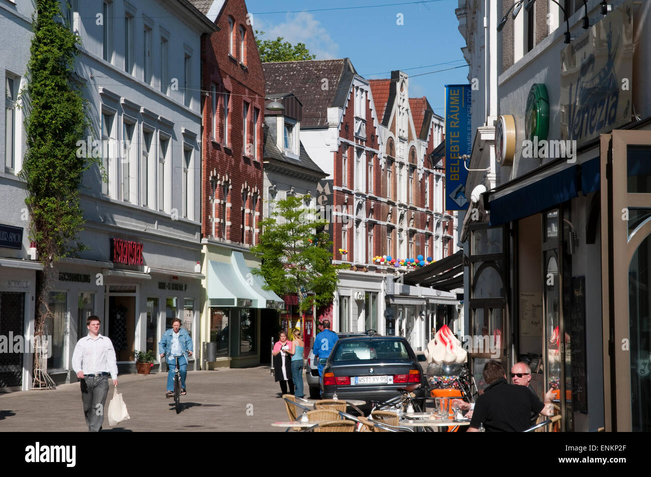 fussgaengerzone altstadt oldenburg niedersachsen deutschland stock photo 82183655 alamy. Black Bedroom Furniture Sets. Home Design Ideas