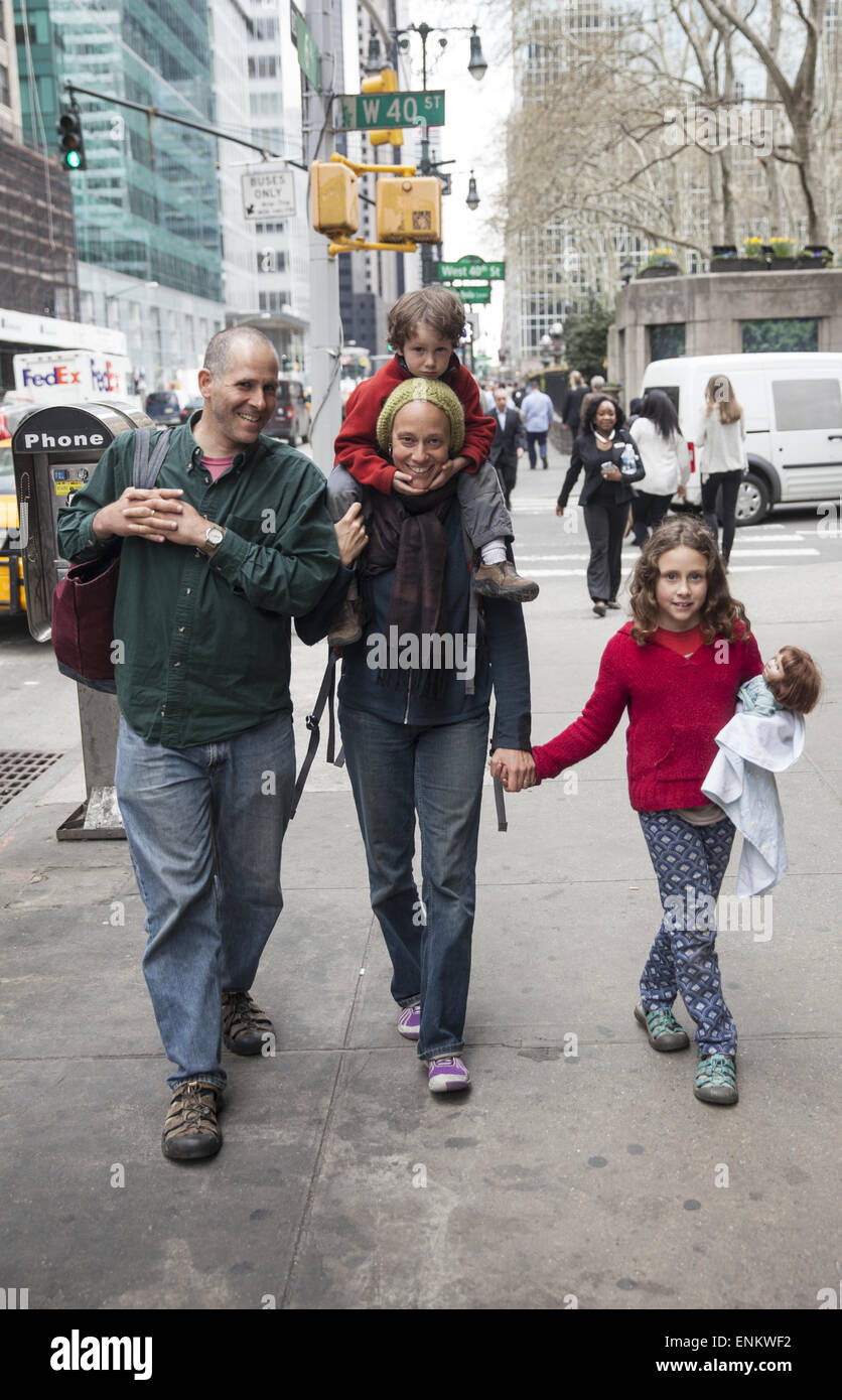 Family walking down 6th Avenue in midtown Manhattan, NYC. - Stock Image