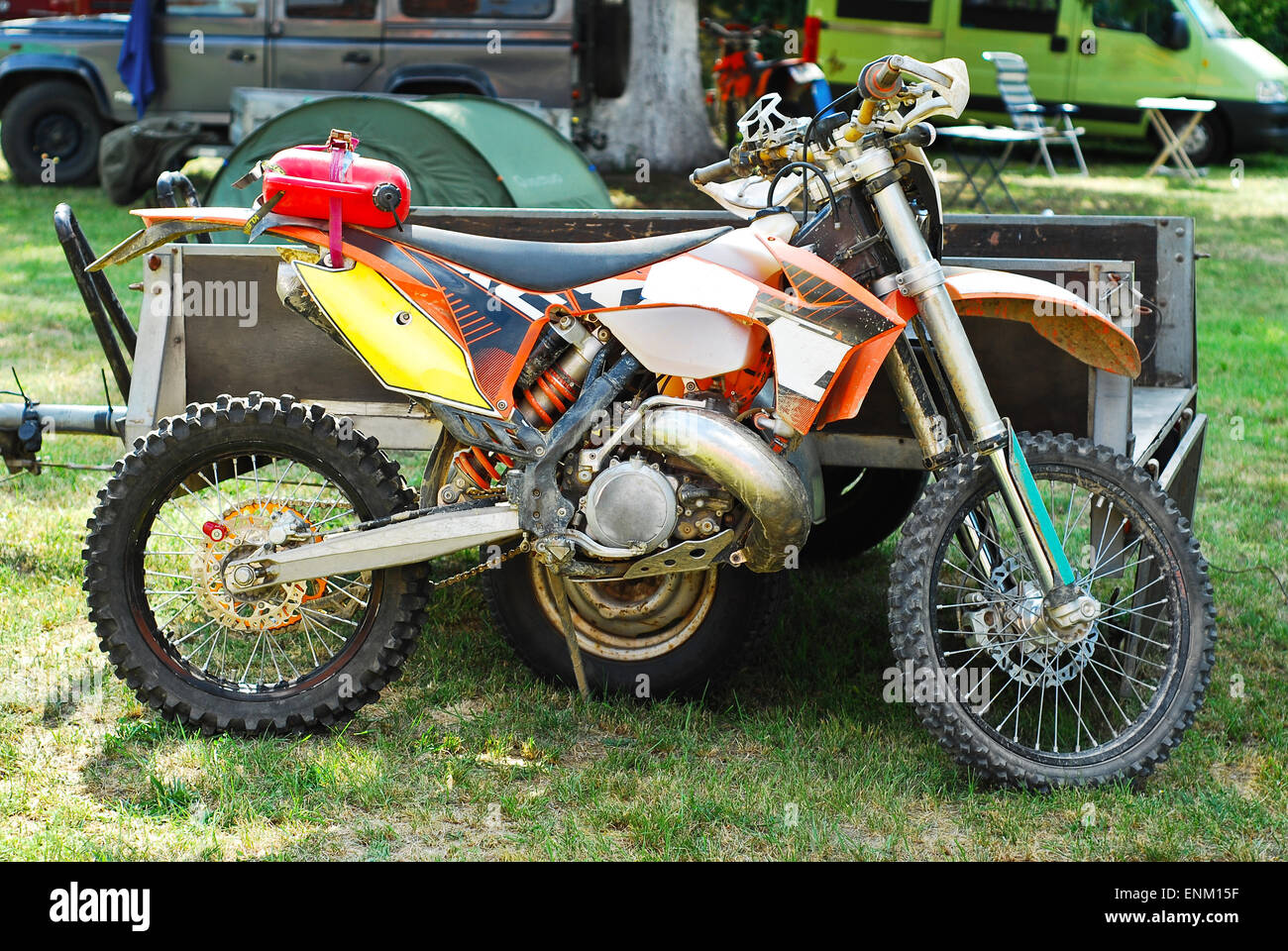 dirty motocross bike profile view - Stock Image