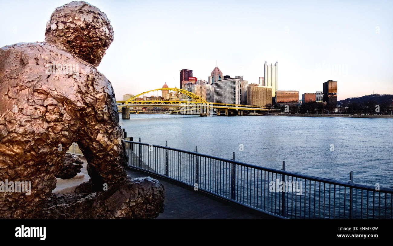 """Fred Rogers (Mr. Rogers) is remembered with a bronze statue called """"Tribute to Children"""" on Pittsburgh's North Shore. - Stock Image"""