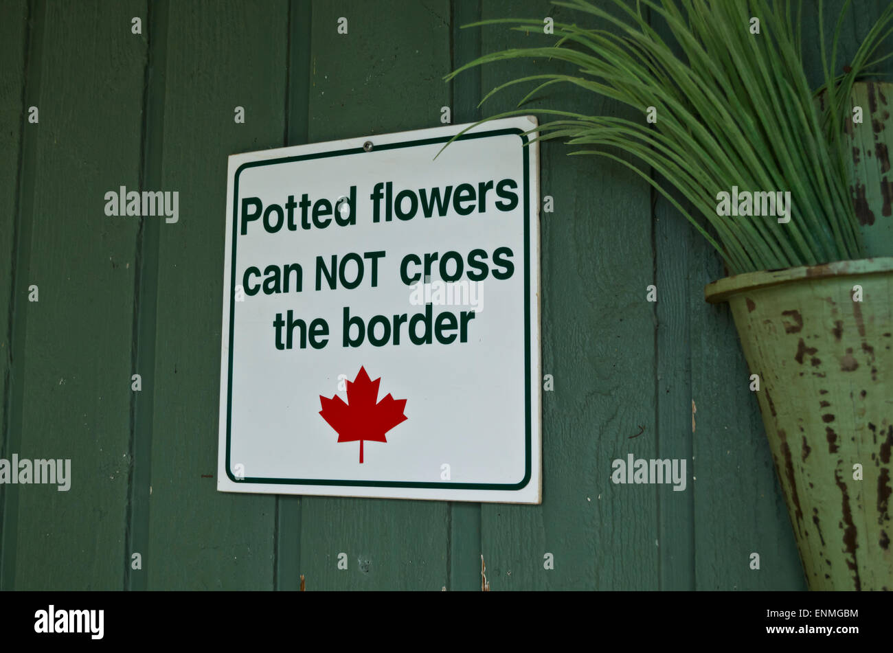 Sign indicating cross-border restrictions forbidding bringing potted plants or flowers from the United States into - Stock Image