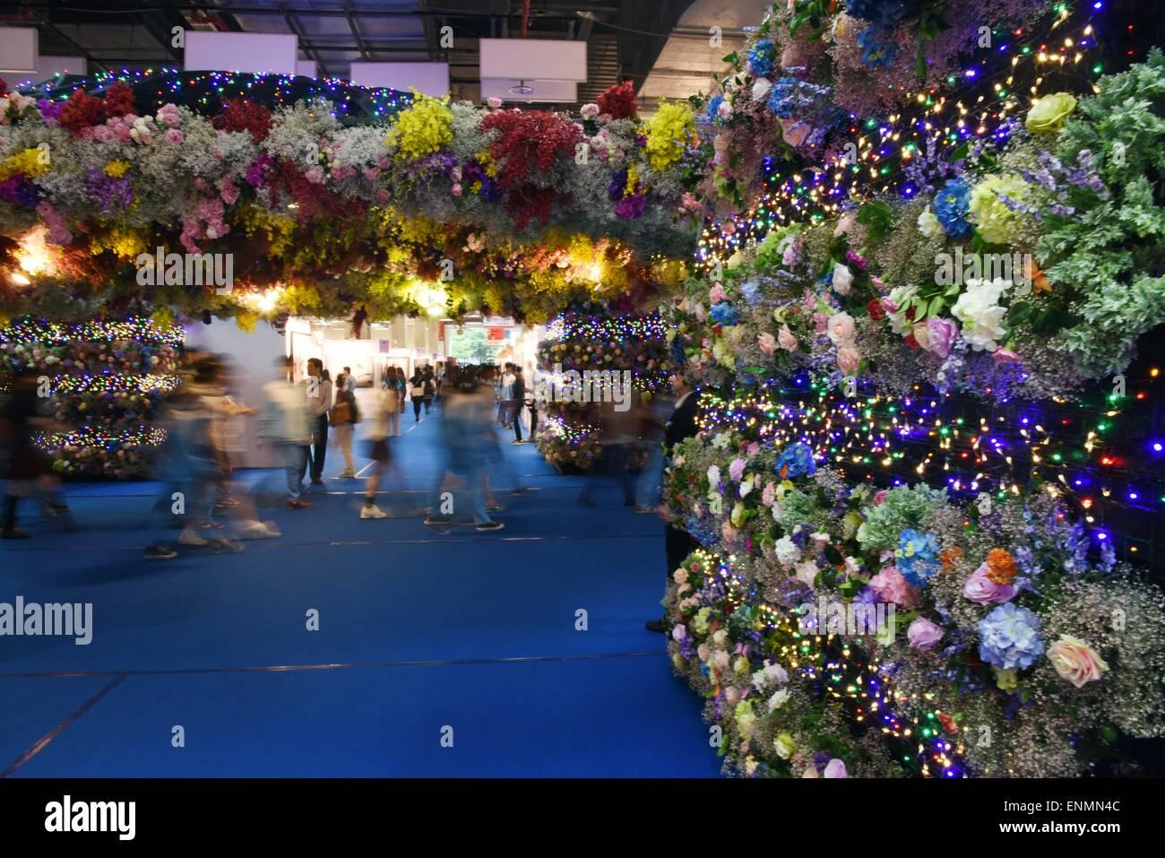 Taipei's Taiwan. 8th May, 2015. People visit the Art Revolution Taipei 2015 at the World Trade Center Hall 3 - Stock Image