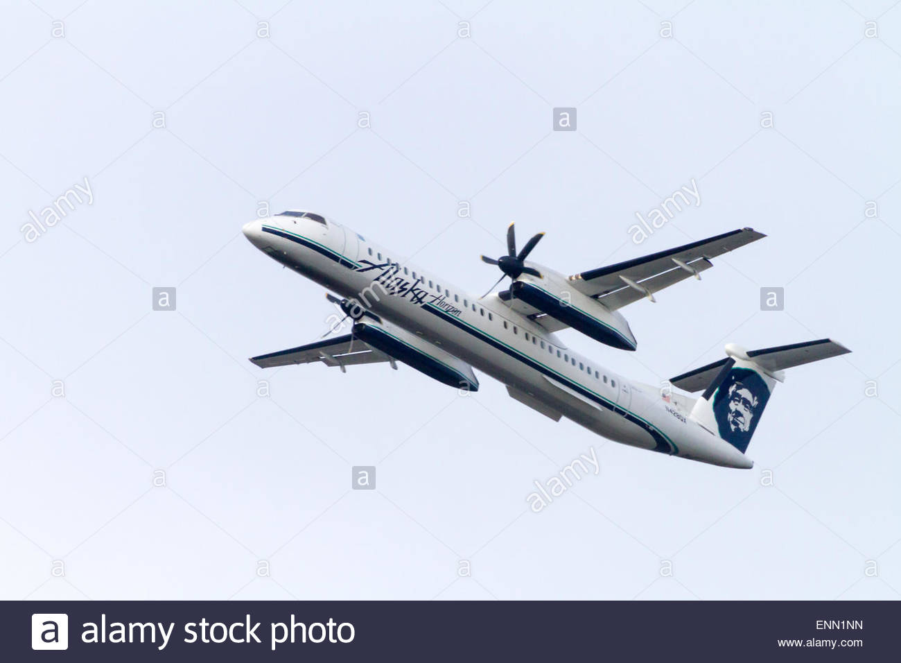 An Alaska Airline Horizon Bombardier Q400 turbo prop airplanes takes off with full flaps - Stock Image