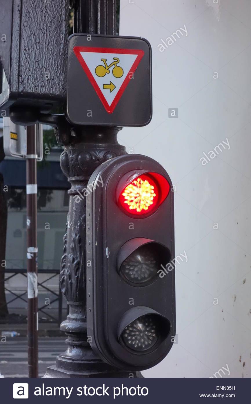 Paris, Radweg, Abbiegen bei Rot, Cycle Path, right turn at red light - Stock Image