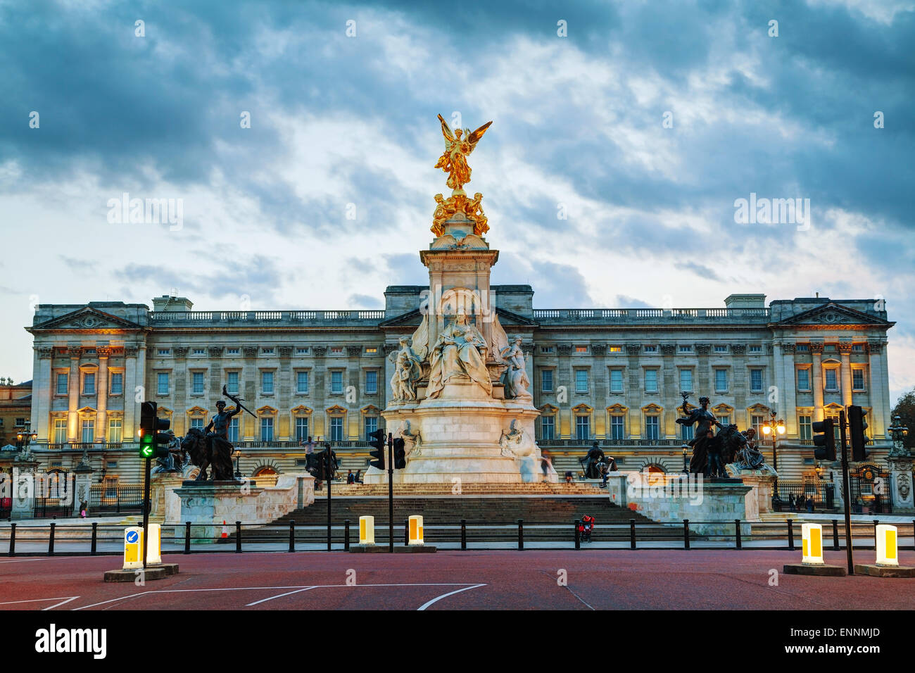 LONDON - APRIL 12: Buckingham palace at sunset on April 12, 2015 in London, UK. - Stock Image