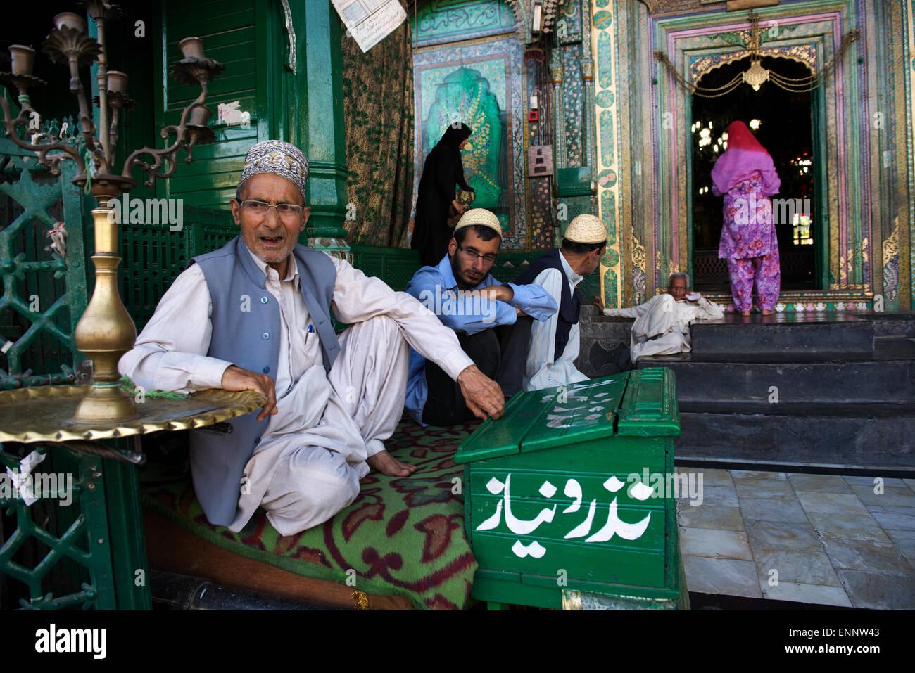 Moslems visit the beautifully adorned Shah Hamdan Shrine in Srinagar. - Stock Image