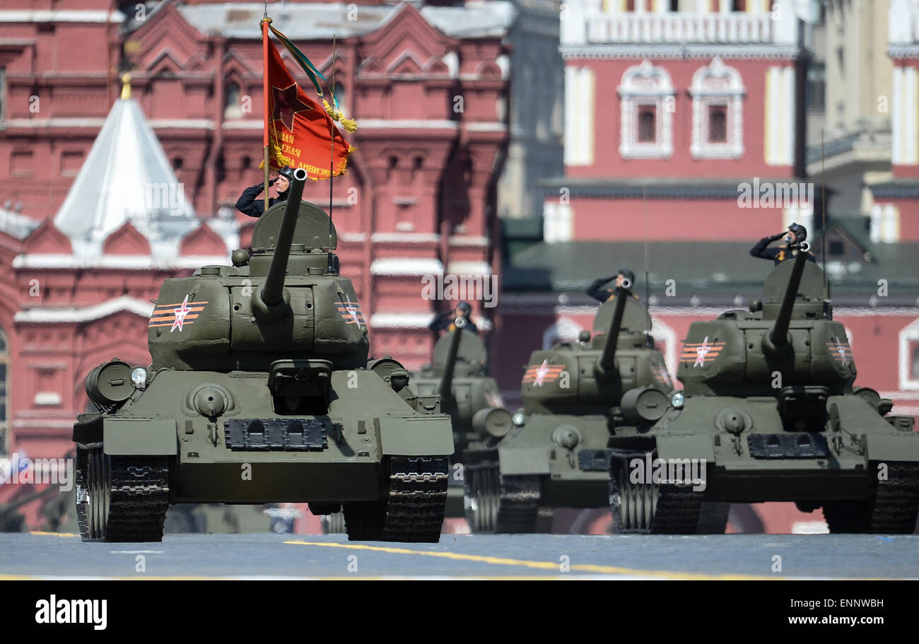 moscow-russia-9th-may-2015-t-34-tanks-mo