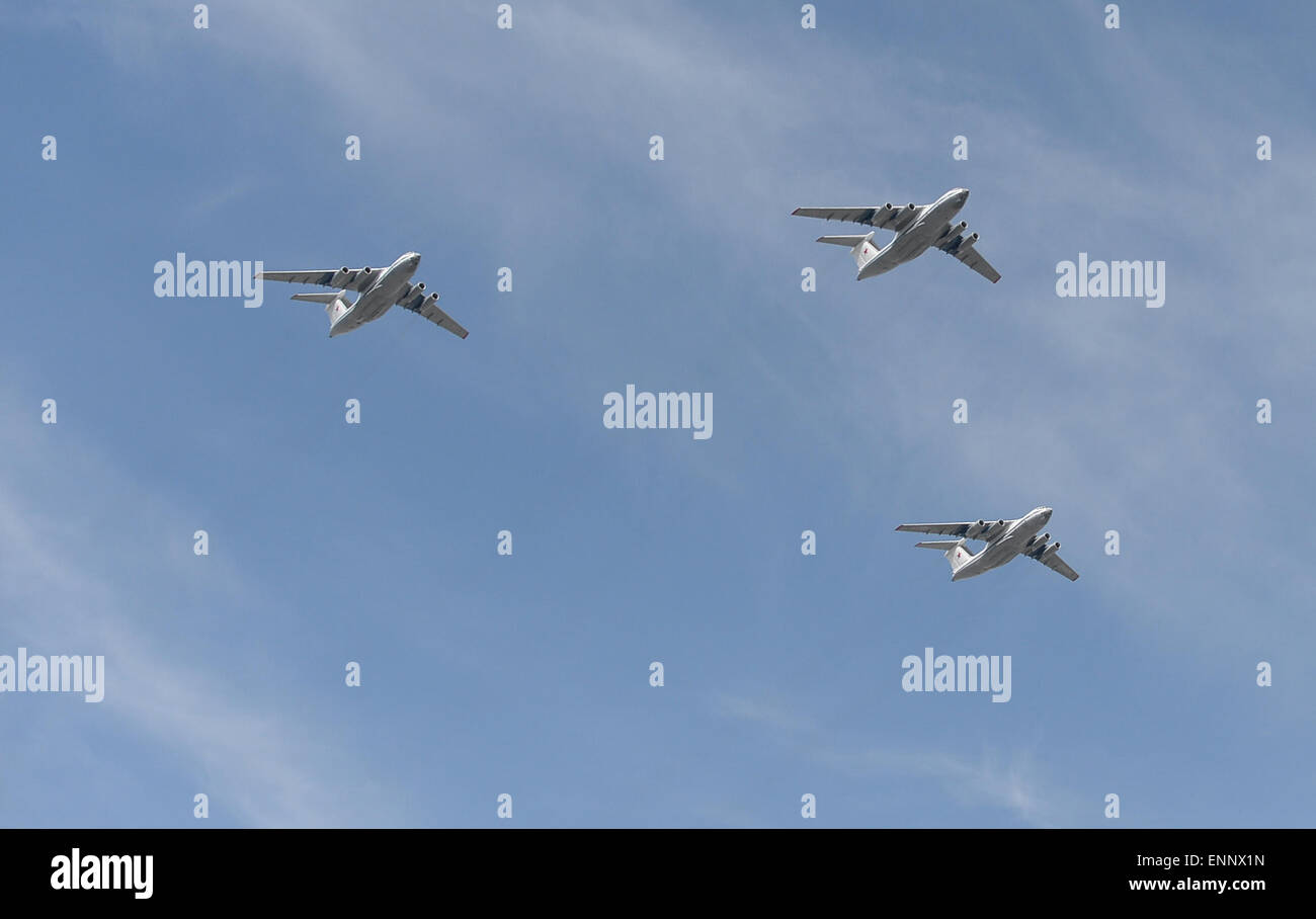 Moscow, Russia. 9th May, 2015. IL-76 strategic airlifter fleet fly over the Red Square during the military parade - Stock Image