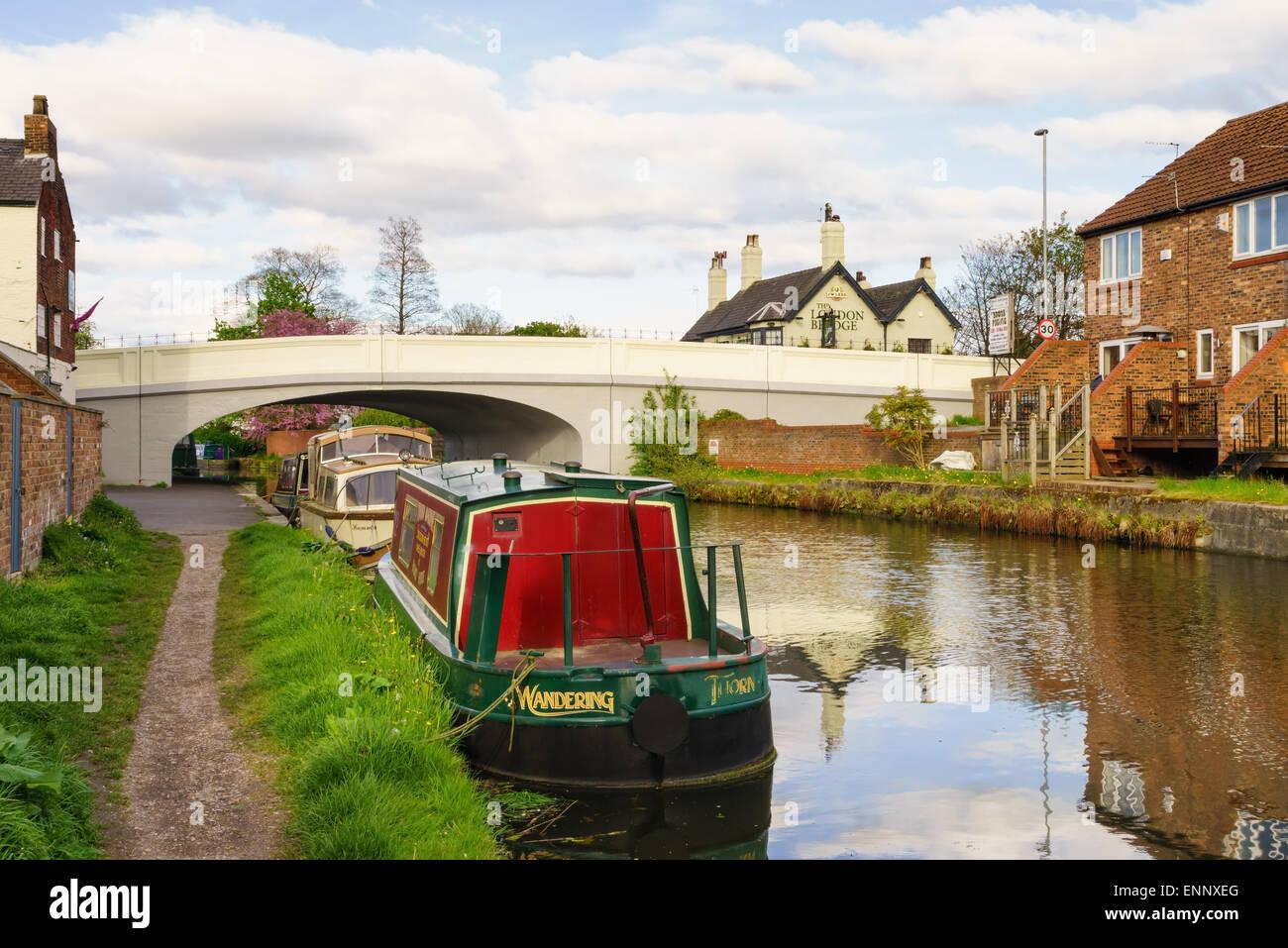 The Bridgewater Canal and narrow boats in Stockton Heath, Warrington, Cheshire. - Stock Image