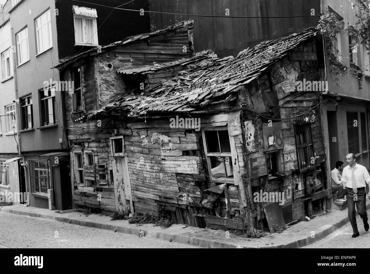 A decrepit shack wedged into the corner of a modern row of buildings in downtown Istanbul, Turkey - Stock Image