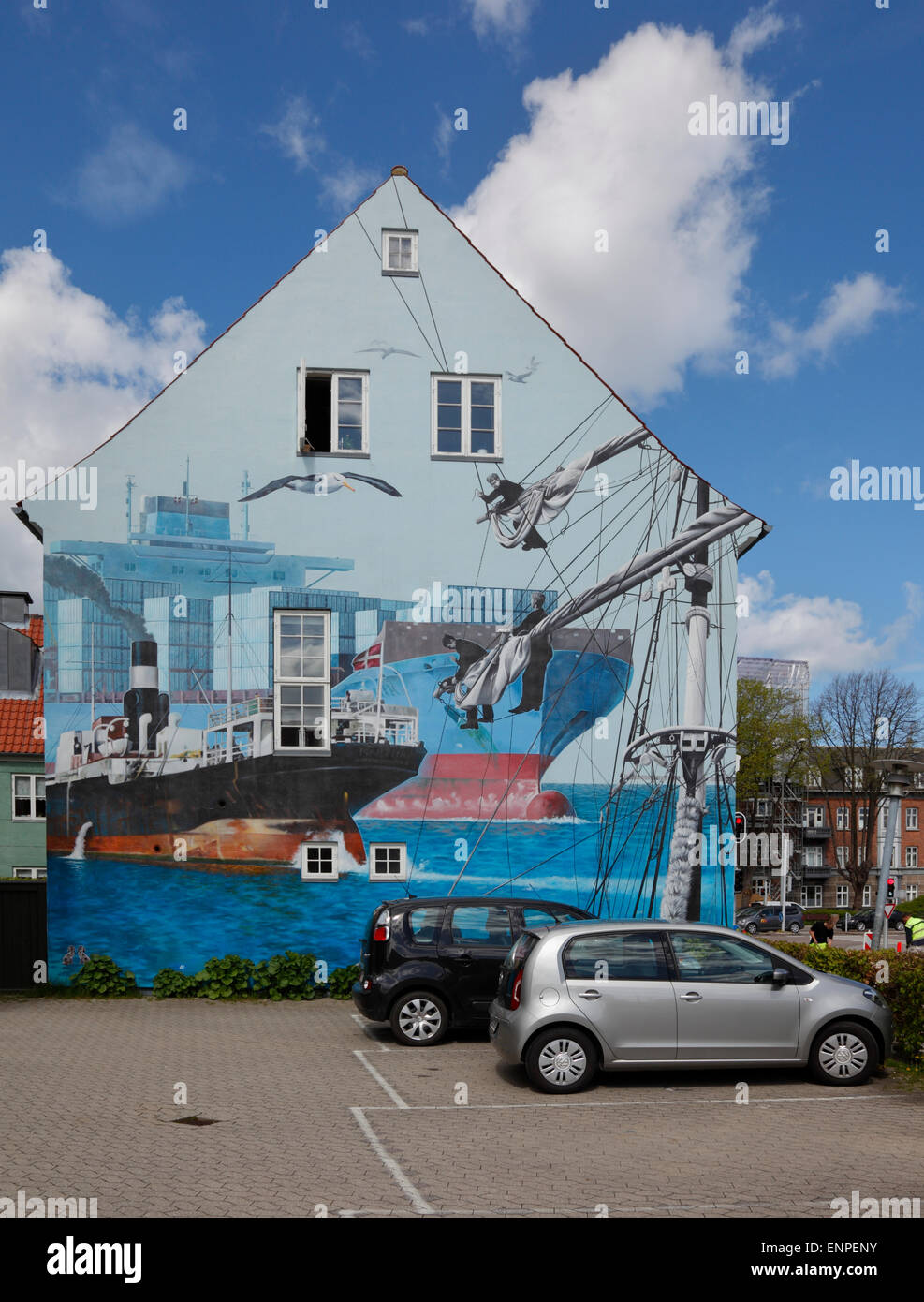 Mural of scene from the old Elsinore Shipyard by Garin Baker on a house in the historic and busy harbour district - Stock Image