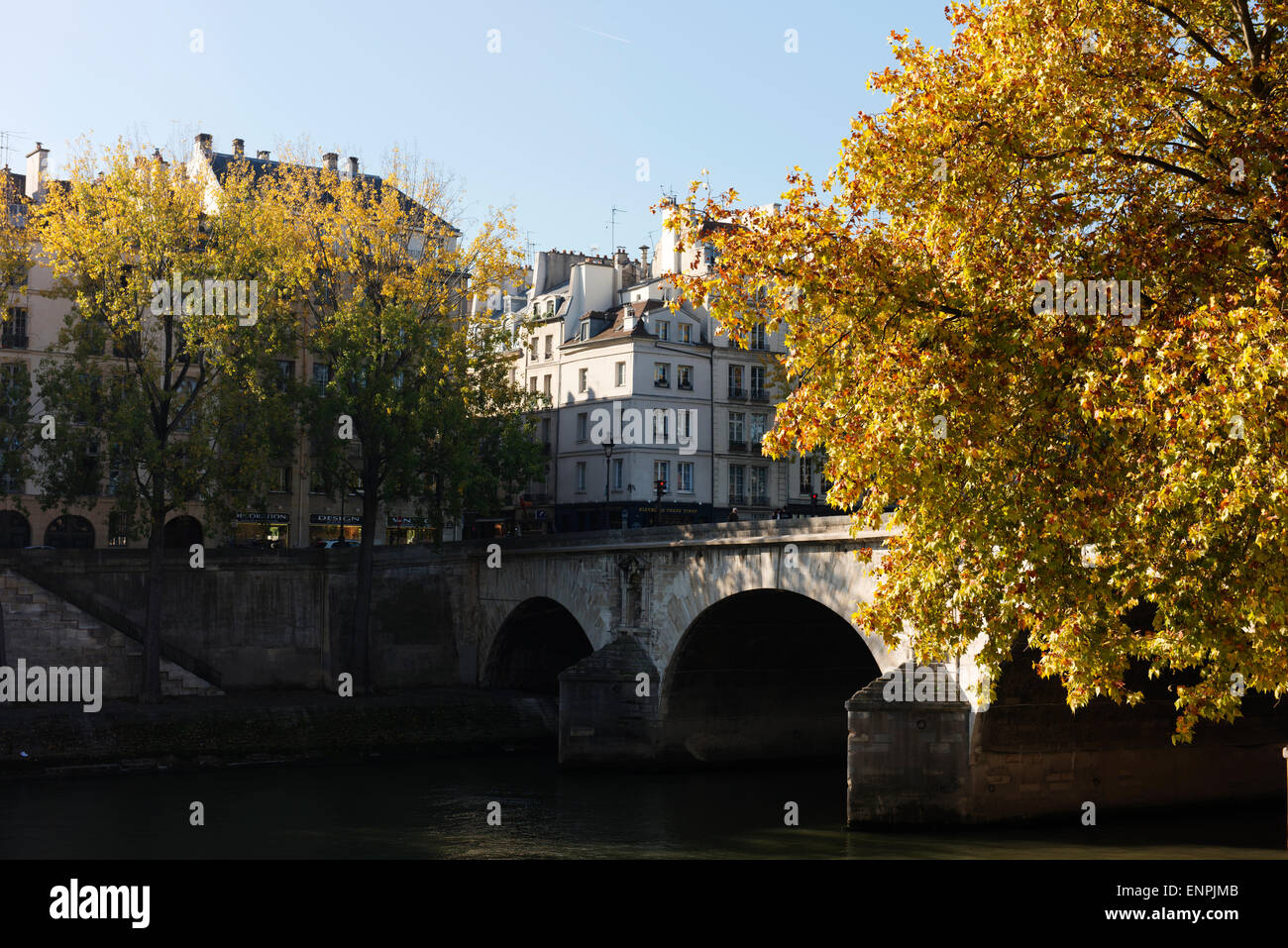 Ile Saint-Louis and Marie Bridge in autumn sunshine. - Stock Image