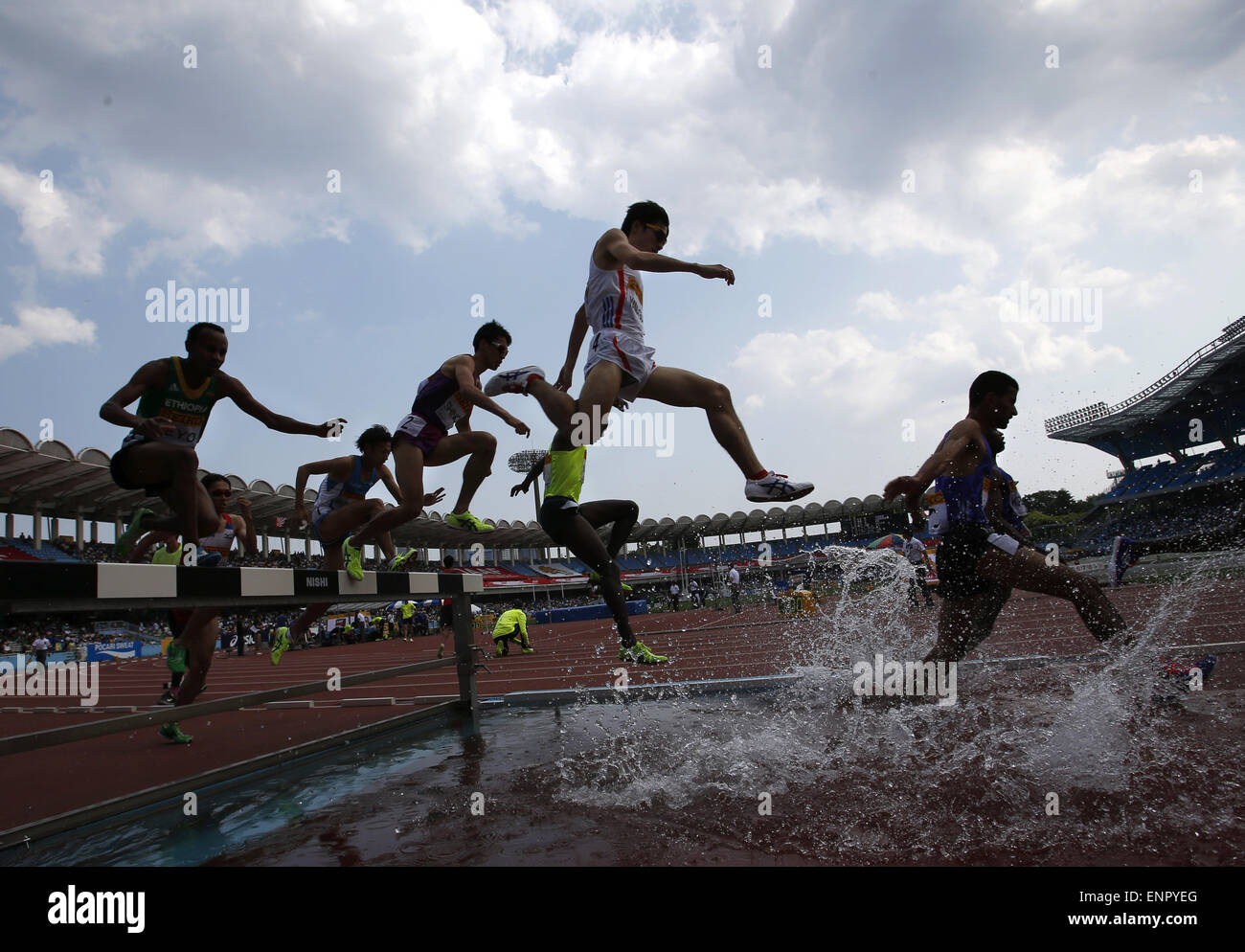 Tokyo, Japan. 10th May, 2015. Runners jump over the water hazard in the men's 3000 metre steeplechase at Seiko - Stock Image