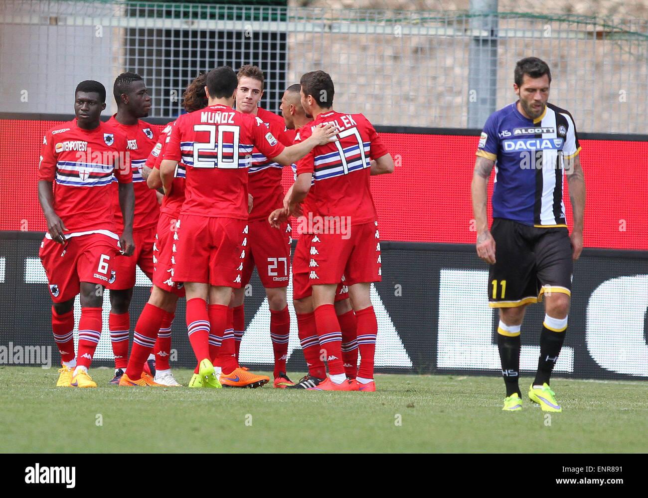 ITALY, Udine: Sampdoria's midfielder Roberto celebrates after scoring a goal 0-2 with teammates during the Italian - Stock Image