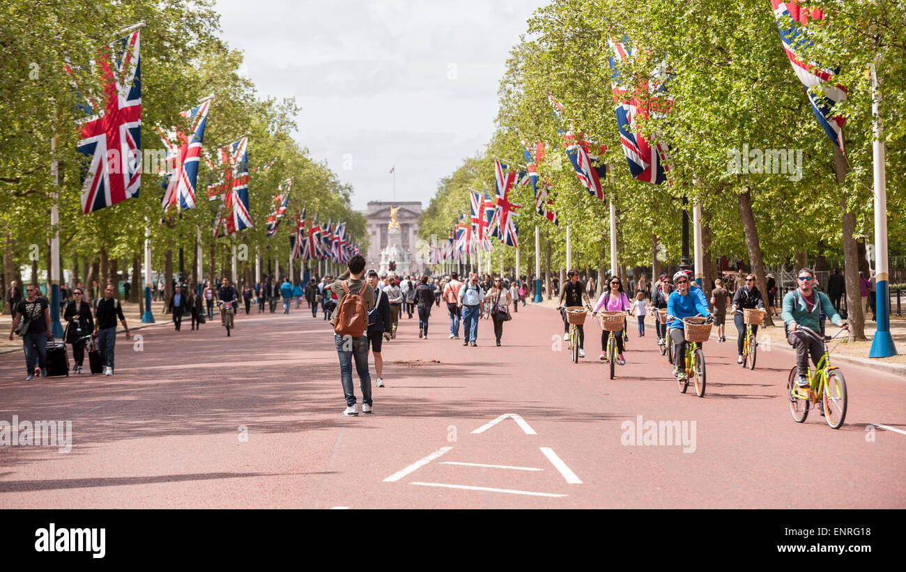 London, UK. 10 May 2015. The Mall is decorated with Union Jack flags as part of the capital's VE Day 70th anniversary - Stock Image