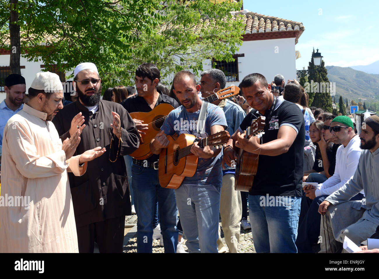 Shaykh Anouar Barrada the Sufi Muslim vocalist and Ali Elsayed performing in Granada, Spain accompanied by local - Stock Image